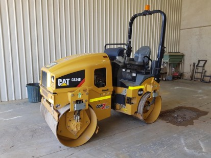 Caterpillar-CB24-Double-Drum-Roller-n